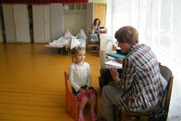 Vaikų kalbos sutrikimams-specialistų ir mokyklos dėmesys