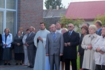 Prienuose pašventinti nauji parapijos namai