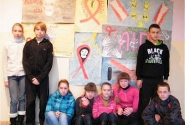 Balbieriškio pagrindinės mokyklos mokiniai triukšmaudami paminėjo pasaulinę AIDS dieną
