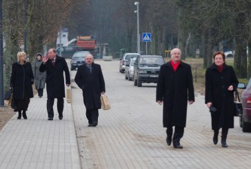 Svečių apsilankymo metu –Vyriausybės kritika ir liaupsės vietinei valdžiai