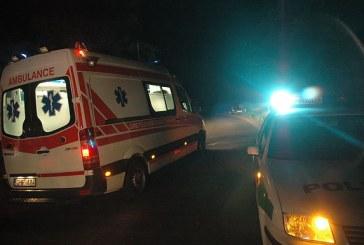BMW trenkėsi į medį, sužaloti trys žmonės