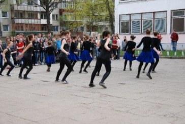 Mokinius judėti muzikos ritmu skatino ir Andrius Butkus