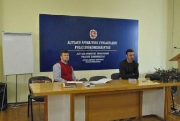 Alytuje su policijos tyrėjais susitiko Vilniaus universiteto profesorius Gintaras Švedas