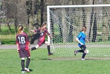 Merginų 6×6 futbolo turnyrą laimėjo Kazlų Rūdos futbolininkės