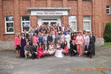 Iškilminga brandos atestatų įteikimo šventė Veiverių Tomo Žilinsko  gimnazijoje