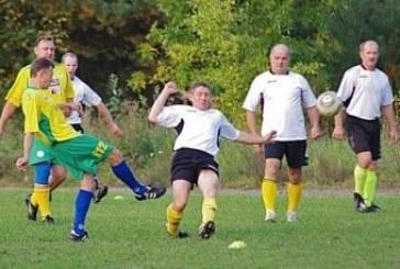 """""""Ąžuolo"""" futbolininkai pralaimėjo lyderiui"""