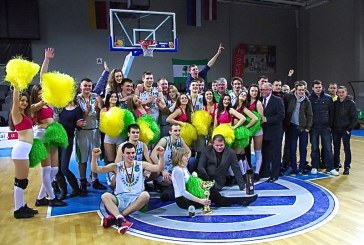 """Stakliškių komanda – seniūnijų """"Gyvenimo"""" taurės laimėtoja"""