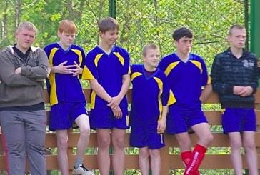 """Vaikų turnyrą """"Judėjimo sveikatos labui""""  dienai paminėti laimėjo Balbieriškio futbolininkai."""