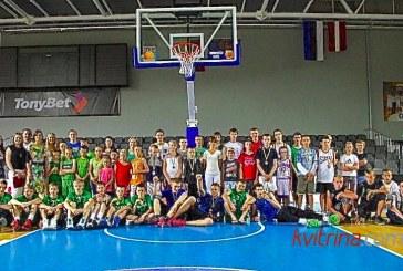 Krepšinio turnyre – azartas, apdovanojimai ir dovanos