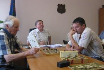 J. Danilevičius ir V. Rasimavičius – Prienų miesto seniūnijos žaidynių šaškių ir šachmatų turnyrų nugalėtojai