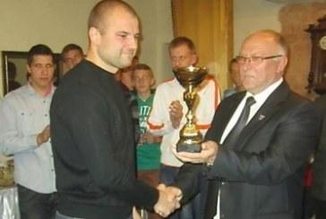 Prienų futbolo lyga išdalino apdovanojimus ir padėkas