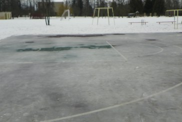 Krepšinio aikštelė virto čiuožykla?