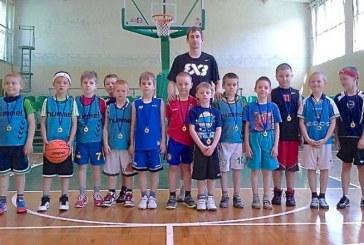 """Jauniesiems krepšininkams – atminimo medaliai ir """"TonyBet"""" kamuoliai"""