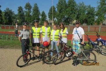 Birštoniškiai gimnazistai lavino dviratininkų įgūdžius
