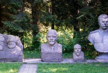 Jiezno biblioteka tarp stalinizmo kūjo ir priekalo 1945-1950 m.