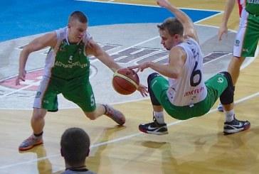 """""""Stakliškių"""" krepšininkai ketvirtajame kėlinyje pasivijo varžovus, o pratęsimo metu išplėšė pergalę"""