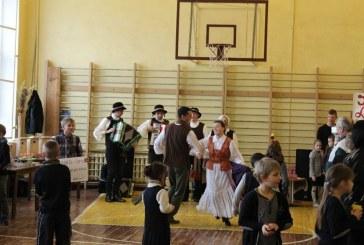 Stakliškių gimnazijoje šurmuliavo Kaziuko mugė