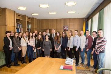 Birštono gimnazijos abiturientai viešėjo Vyriausybėje ir susitiko su Ministru Pirmininku