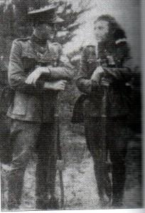 Vytautas-Litas (kairėje) su kovos draugu