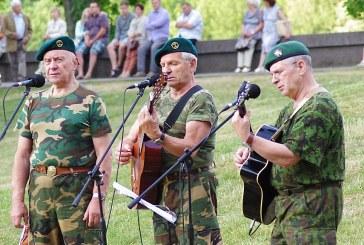 Birštoniečiai kartu su viso pasaulio lietuviais giedojo Tautišką giesmę