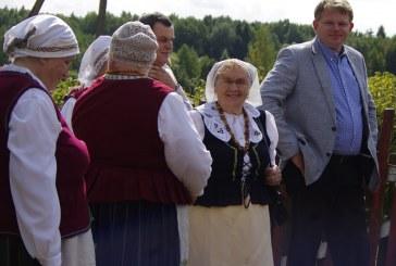 """Vėtrungė 2015"" dešimtą kartą modama sparnu kvietė į Klojimo teatrų festivalį"