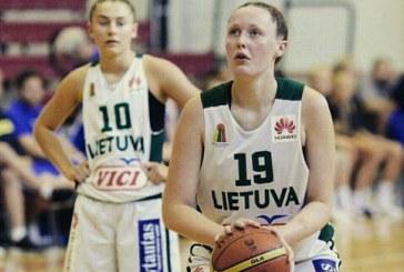 """Prieniškė Livija Sakevičiūtė kartu su draugėmis pasidabino Europos U-16 """"B"""" diviziono krepšinio čempionato aukso apdovanojimais"""