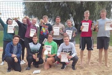 Jaunimo paplūdimio tinklinio turnyre – azartas ir kovos be kompromisų