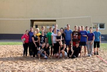 Paplūdimio tinklinio varžybose rungtyniavo šešios komandos