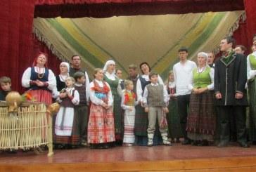 Folklorą skleidžiančių šeimų sambūris Jiezne