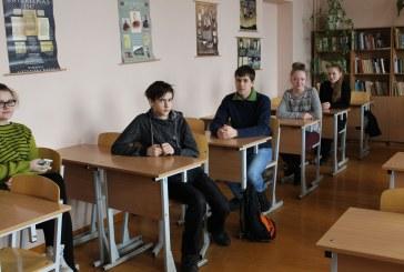 """Nacionalinį diktantą """"Sugrįžimas"""" rašė ir Prienų """"Žiburio"""" gimnazistai"""