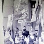 Su Prienu veliava 1991 m. prie parlamento