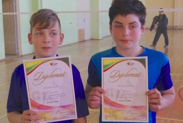 """Jaunoji """"Svajonės"""" klubo badmintonininkų karta Vilniuje užkopė ir ant prizininkų pakylos"""