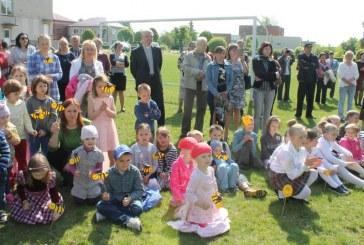 Stakliškių gimnazijos Šeimų šventėje – gera nuotaika, pučiamųjų orkestras, Beatos mėsainiai ir daug padėkų už gerus darbus
