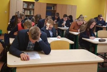 R. Urbanavičius ir V. Stambrauskaitė – Konstitucijos egzamino I etapo nugalėtojai