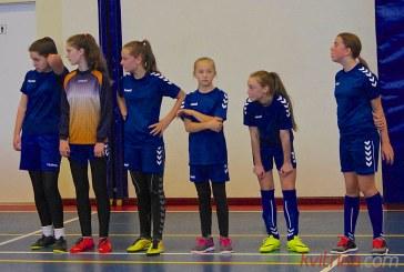 """Zoninės mergaičių futbolo varžybos """"Ąžuolo"""" progimnazijoje"""