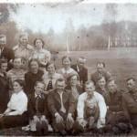 Jiezno krasto pradzios mokyklu mokytojai Jiezno dvaro parke 1939,redag