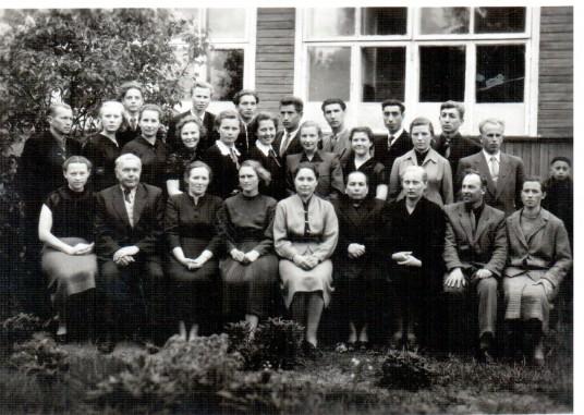 Paskutiniame  Kietaviškių aštuonmetės mokyklos kolektyve