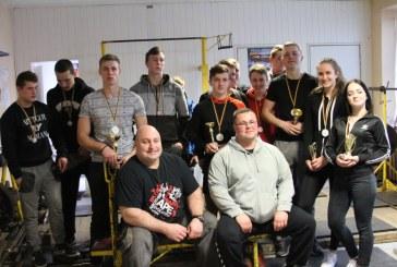 Jėgos dvikovės mače Birštono gimnazistai iškovojo4prizines vietas