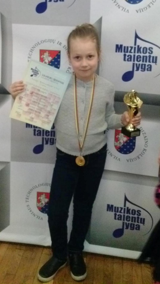 """ir Austėja Belenavičiūtė  (7 m. Prienų """"Revuonos"""" pagrindinė mokykla)."""