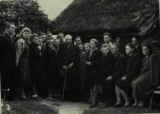 Birštono bibliotekos aktyvo ekskursija į Anykščius ir susitikimas su rašytoju Antanu Vienuoliu 1954 metais;