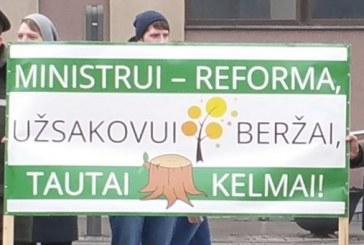 """Konservatoriai """"gyvatiškai"""" padėjo """"žaliesiems"""" valstiečiams prastumti miškų reformą"""