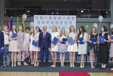 """""""Žiburio"""" gimnazistai, uždirbę 15 """"šimtukų"""", gerokai patuštino Prienų rajono savivaldybės biudžetą"""
