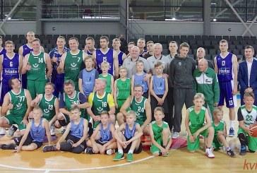 """Prienų sporto arenoje sirgaliams pristatyta """"Vytauto"""" komanda (Foto akimirkos)"""