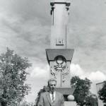 Justinas Marcinkeviscius prie LDK Kestucio paminklo Prienuose