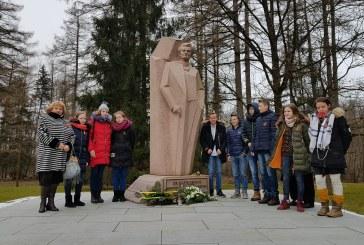 100 rožių – iškiliausiems Lietuvos žmonėms