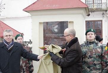 Atminimo lentos Jiezno kraštiečiams atidengimas (Foto reportažas)