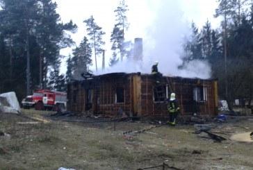 Ugniagesiai ragina niekada namuose nepalikti vienų vaikų