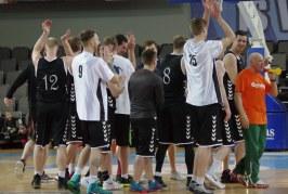 """Nuo paskutinės """"Stakliškių"""" atakos apsigynęs """"Stadionas"""" šventė pergalę dviejų taškų skirtumu ir tapo rajono pirmenybių čempionu"""