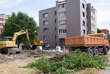 """Naujos šiuolaikinės konteinerinės atliekų aikštelės """"dygsta"""" ir vietoj medžių"""