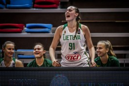 """Per 30 min. aikštelėje praleidusi Livija Sakevičiūtė padėjo komandai iškovoti trečiąją vietą ir grįžti į """"A"""" divizioną"""